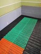 Пластикові щілинні підлоги для виробництв з агресивним середовищем